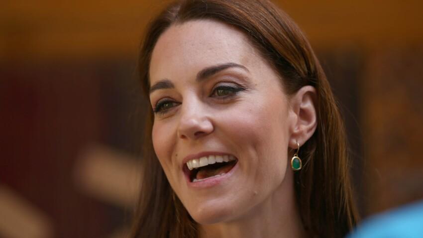 Photos - Kate Middleton : en jupe-culotte tendance et baskets blanches Superga, elle change radicalement de look (et elle est juste canon !)