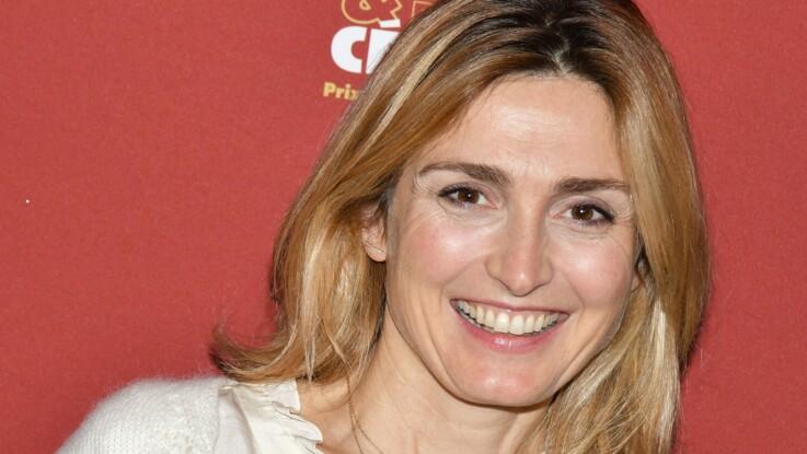 Photos - Julie Gayet : robe du soir ultra-décolletée et nouvelle coupe de cheveux, l'actrice joue les femmes fatales à Cannes