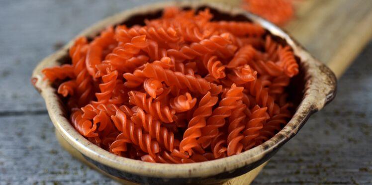 Salade de pâtes de lentilles corail, feta et concombre au fromage blanc
