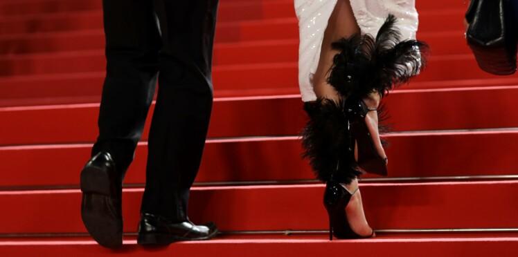 Photos - Cannes : une actrice s'évanouit à cause de sa robe trop serrée !