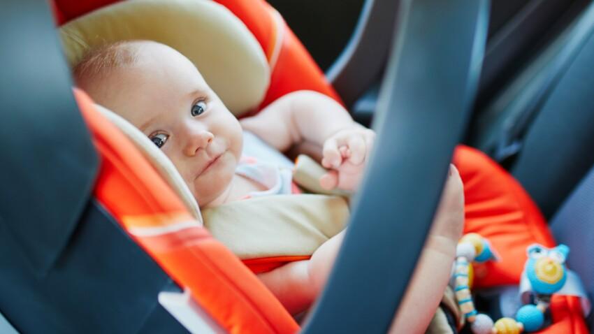 Pourquoi il ne faut pas faire dormir bébé dans son siège auto