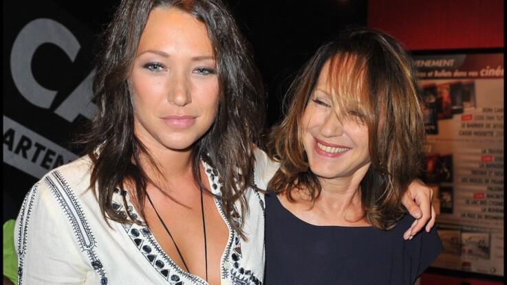 Laura Smet souhaite à Nathalie Baye une bonne fête des mères en chanson