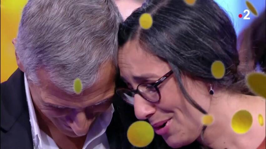 N'oubliez pas les paroles : Adjia, la maestro, en larmes dans les bras de Nagui