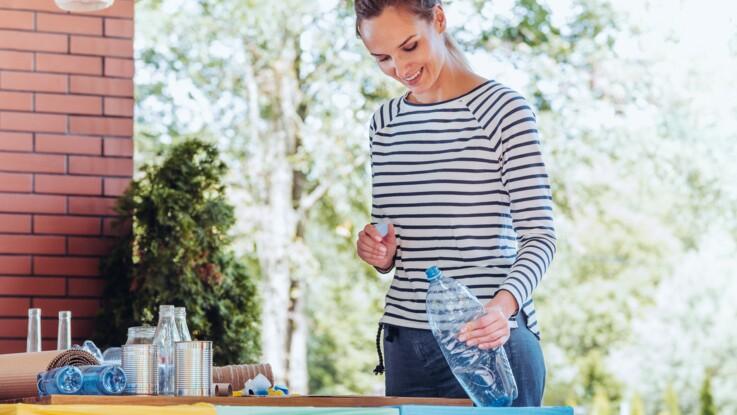 Faut-il écraser ses bouteilles d'eau avant de les jeter ?
