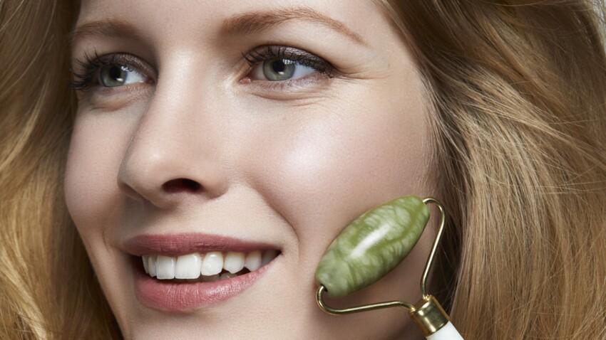 Rouleaux de jade et de quartz, les nouveaux accessoires magiques anti-âge