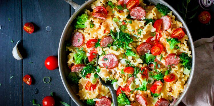 One Pot Pasta saucisse, brocoli et moutarde à l'estragon