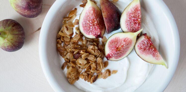 Skyr aux figues fraîches et granola