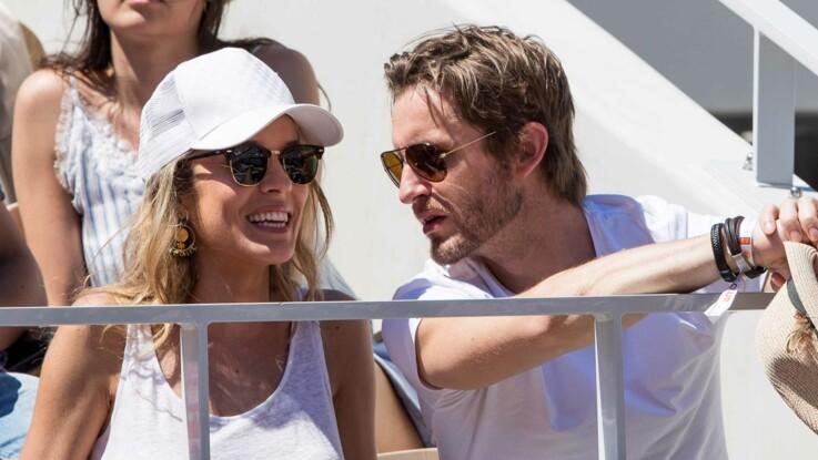 Elodie Fontan (Clem), sublime en débardeur et très amoureuse de Philippe Lacheau à Roland Garros