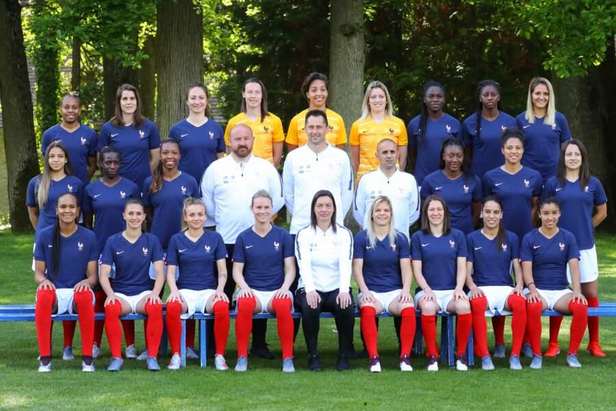 Photo de famille de l'équipe de France féminine sélectionnée pour la Coupe du monde 2019