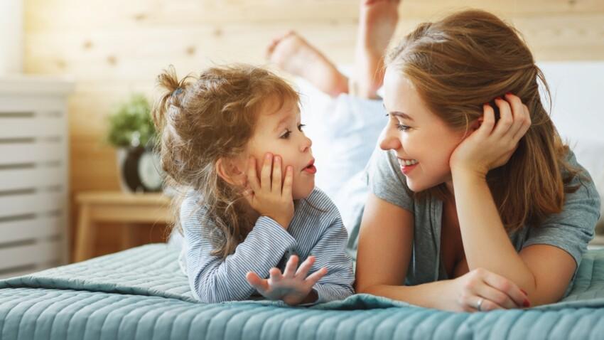 Jeunes enfants : 5 conseils d'une psychologue pour l'aider à raconter ses journées