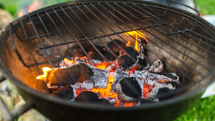 7 astuces pour nettoyer la grille du barbecue