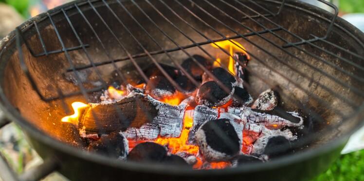 7 astuces pour nettoyer la grille du barbecue femme. Black Bedroom Furniture Sets. Home Design Ideas