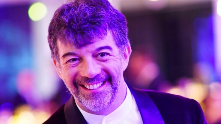 """Stéphane Plaza en couple ? L'animateur de M6 parle de sa vie personnelle et s'estime """"bien logé"""""""