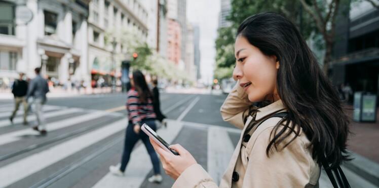 A Hawaï, les piétons qui traversent en regardant leur smartphone sont mis à l'amende