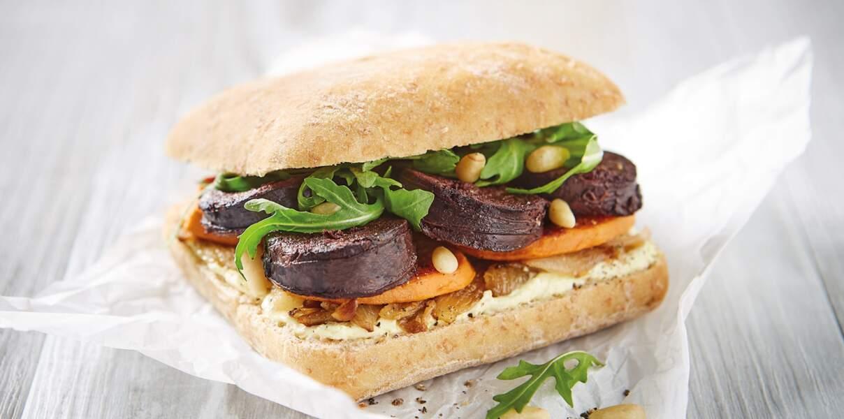 Burger de boudin noir aux oignons et patates douces grillées