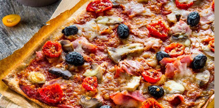 Pizza tomates séchées, mozzarella et jambon cru