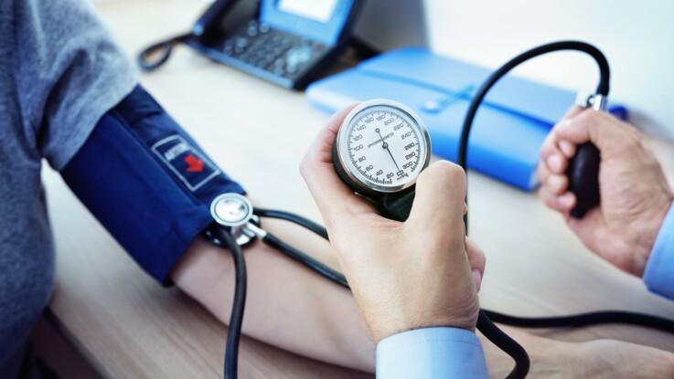"""Hypertension artérielle : qu'est-ce que l'effet """"blouse blanche"""" ?"""