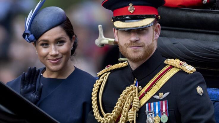 """""""Retourne-toi !"""" : quand le Prince Harry recadre sèchement Meghan Markle devant la reine"""