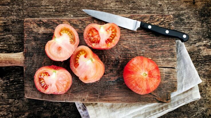 Comment peler facilement et rapidement des tomates fraîches ?