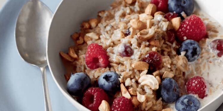 Porridge au riz brun et aux fruits secs
