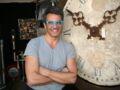 Julien Cohen (Affaire conclue) : mais pourquoi porte-t-il des lunettes bleues ?