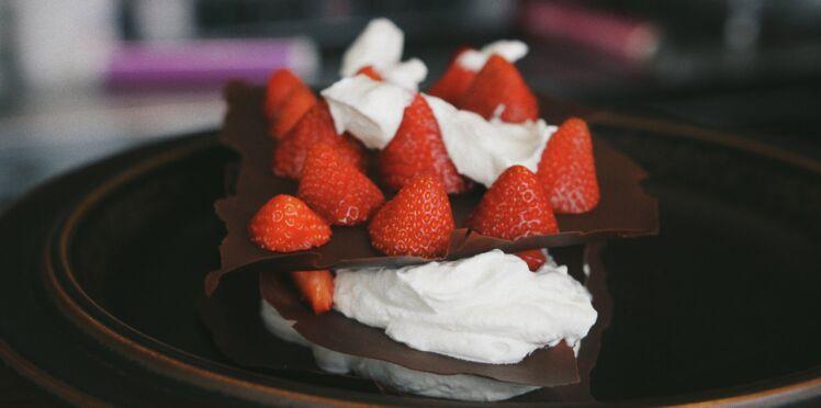 Mille-feuille de chocolat aux fraises & à l'anis vert