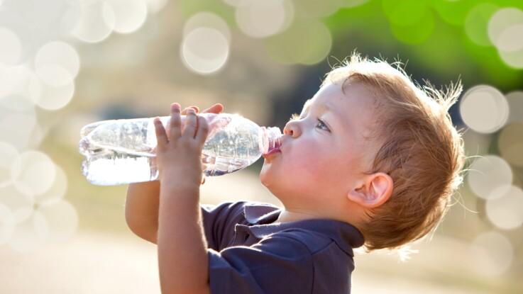 Canicule : quelle quantité d'eau faut-il boire pour éviter de se déshydrater ?