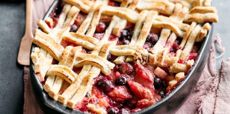 Pie aux pommes, rhubarbe et fruits rouges