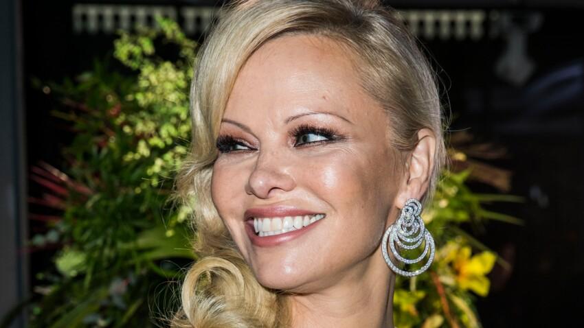 Pamela Anderson pose nue dans une baignoire pour son anniversaire… pour la bonne cause !