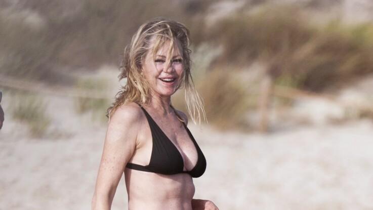 A 61 ans, Melanie Griffith assume pleinement son corps dans un bikini noir
