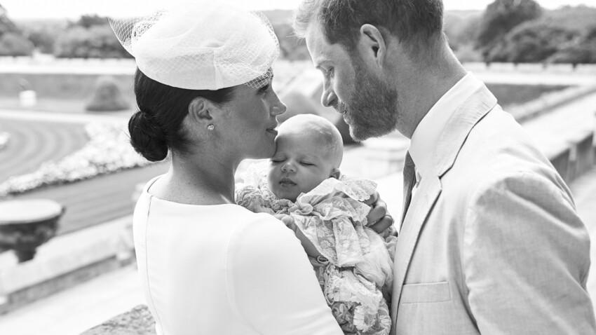PHOTOS - Archie adorable dans les bras de Meghan Markle et du Prince Harry pour son baptême