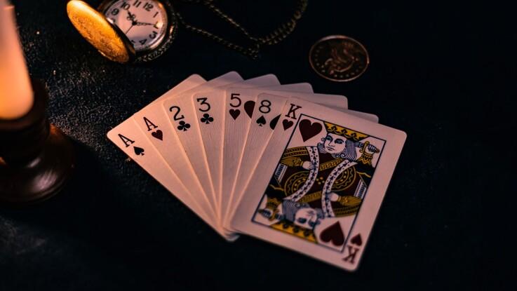 Recherche 4 mot images femme avec des cartes [PUNIQRANDLINE-(au-dating-names.txt) 69