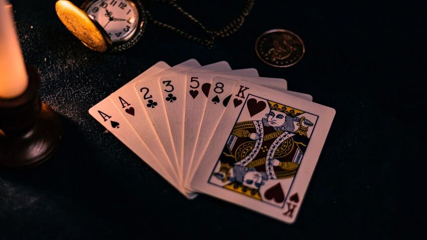 Tirage de cartes gratuit avec un jeu de 32 : 6 combinaisons pour lire l'avenir