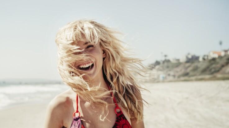 Pourquoi les cheveux éclaircissent au soleil ? Réponse et conseils d'experts
