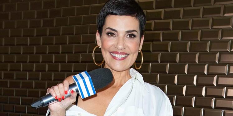 Cristina Cordula rayonnante : elle ose un look audacieux en kimono et baskets léopard
