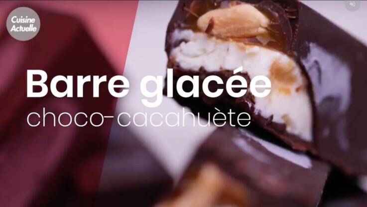 La recette de la célèbre barre glacée chocolat-cacahuète en vidéo