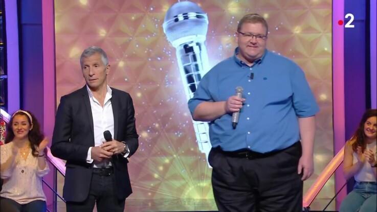 """VIDEO - """"N'oubliez pas les paroles"""" : quand le maestro Jean-Christophe se moque de la taille de Nagui"""