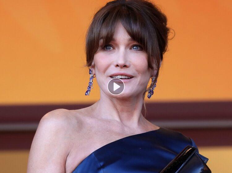 7540fa931e Carla Bruni sublime en maillot de bain rouge façon Alerte à Malibu : Femme  Actuelle Le MAG