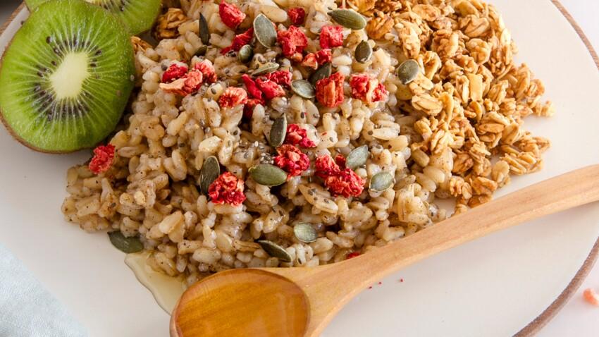 Porridge petit-déjeuner au riz complet et lait de coco
