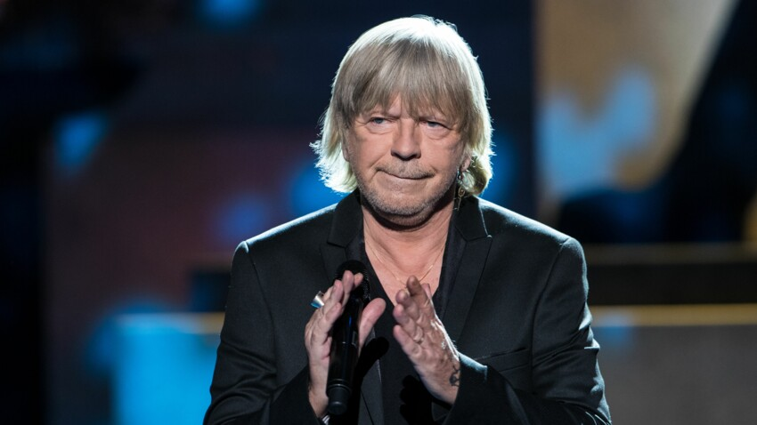 Renaud : cette rare photo du chanteur, en train de fêter son nouvel album