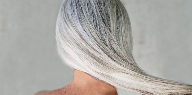 Prendre soin de ses cheveux blancs pendant l'été
