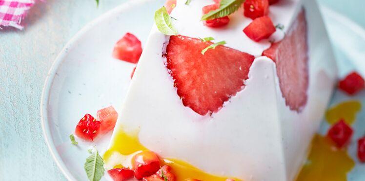 Panna cotta fraises, verveine et coulis de mangue