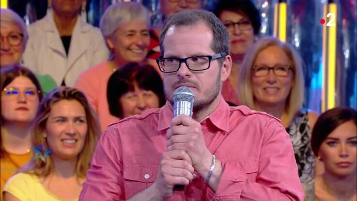 """VIDEO - """"On saigne des oreilles"""" : Nagui vanne Micka (N'oubliez pas les paroles) et sa voix trop aiguë"""