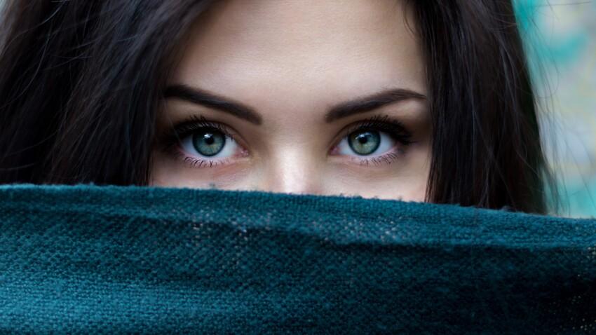 Bleus, verts ou marrons, les yeux clairs sont-ils plus sensibles au soleil ?