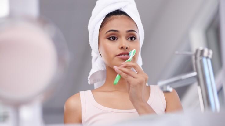 7 astuces beauté à faire avec une brosse à dents
