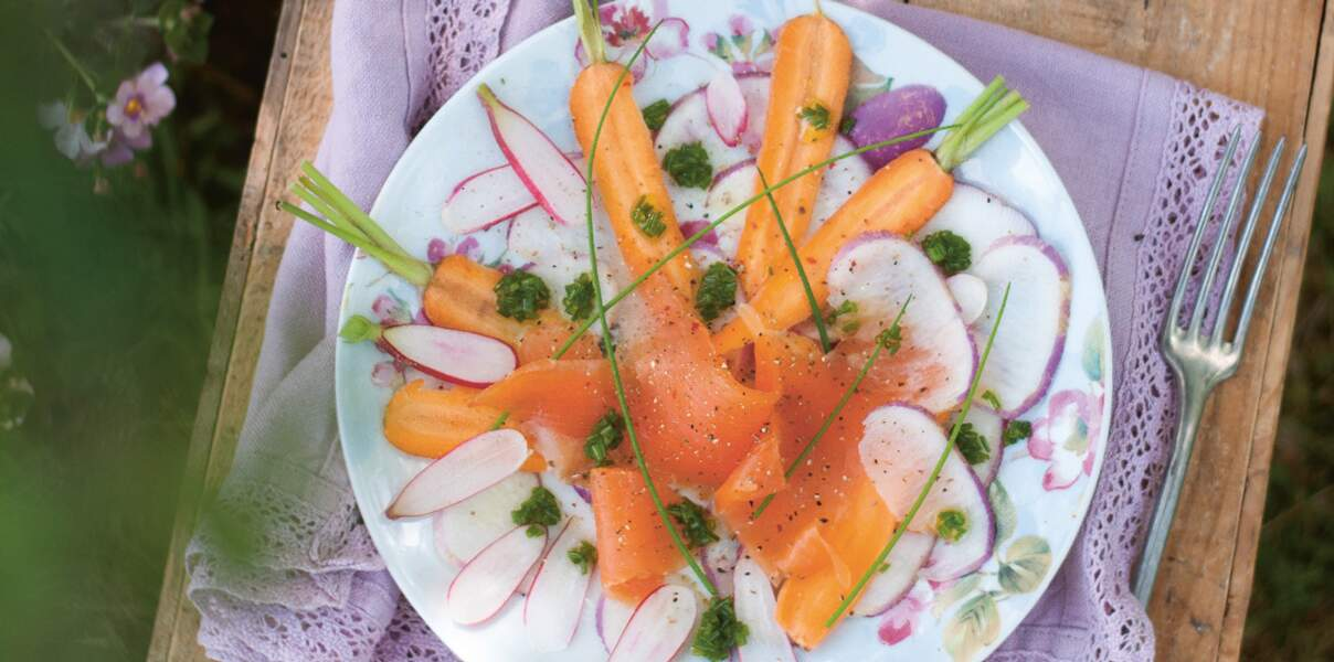 Pétales de légumes crus, truite fumée et pesto de ciboulette