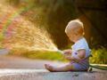 Canicule : ce danger dont il faut se méfier avant d'arroser ses enfants pour les rafraîchir