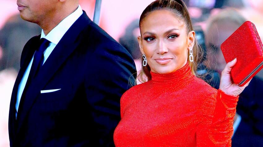 Photos – Jennifer Lopez fête ses 50 ans le corps saucissonné dans une robe incroyable (et tellement sexy)