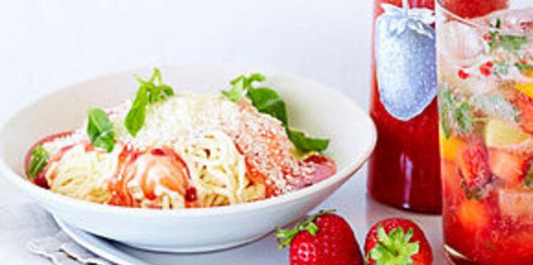 Spaghettis en trompe-l'œil, glace à la vanille, fraises et basilic