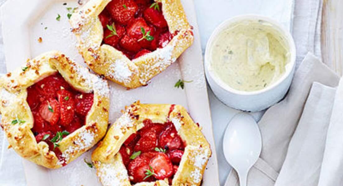 Tartelettes rustiques aux fraises, crème au thym